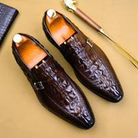 zapatos de cocodrilo hombres al por mayor-Lujo de cuero genuino vestido formal hombre monje zapatos de correa de cocodrilo del dedo del pie puntiagudo cinturón hecho a mano del partido del calzado de los hombres