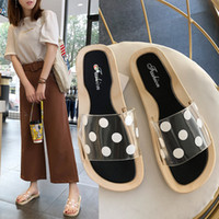 zapatillas de pies planos al por mayor-Hot Sale-2019 Summer New Hot Sandals Versatile Polka Dot Transparent Slippers Female Korean Style Flats Ropa exterior Zapatos de pies más anchos