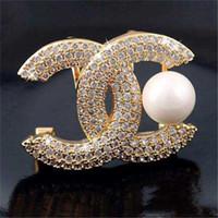korsaj tasarımları toptan satış-Yüksek dereceli Mektup Tasarım Broşlar Çift Katmanlar Kristal Korsaj Gümüş Altın Sesi Broş Yaka Iğneler Kadınlar Suit Erkekler Zihinsel Pin Broş Takı
