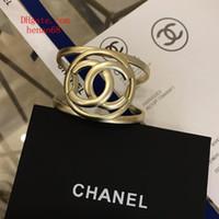 ingrosso fascini in ottone braccialetto-19ss moda gioielli bracciali donna bracciale aperto bracciale Hollow lettere logo avvolgimento moda Charms gioielli in ottone Bangle ja-D6