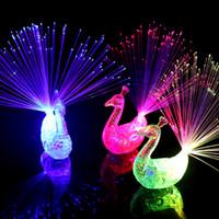 acessórios de cores de pavão venda por atacado-50 pçs / lote Piscando LED Light Up Brinquedos Anéis de luz do dedo de pavão Cor brilhante mudando pavão anel LED acessórios noite brinquedos