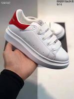 top de cuero para niños al por mayor-Zapatillas de plataforma negras de terciopelo para niños de alta calidad Zapatos de fiesta de cuero genuino de diseñador blanco de lujo Regalo para niños