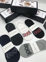calcetines de ocio de los hombres al por mayor-Lujo excelente diseñador calcetines hombres ocio confort transpirable marca calcetines 1 caja 5 pares / lote tamaño libre caja de cinturón