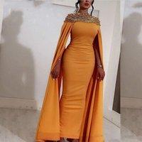 gelber meerjungfrau kleid schlitz großhandel-Gelb Satin Lange Abendkleider Satin Atemberaubende Perlen Kristalle Abendkleider Dubai Arabisch Abendkleider Back Slit Formelle Partykleider