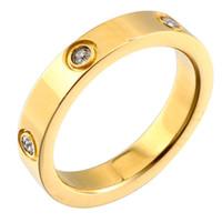 nscd simüle edilmiş elmaslar toptan satış-Trendy Altın Renk Paslanmaz Çelik Yüzük Erkek Kadın CZ Kristal Kakma Yüzük Çok Boyutları Lüks tasarımcı Takı Düğün Hediyesi
