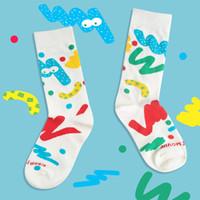 ingrosso calze lunghe calde-Calze da uomo dello stilista caldo di marca dei calzini lunghi per gli uomini le donne con sveglio del fumetto del modello Hot Socks marea freddo casuale calze comode