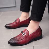 ingrosso scarpe da sposa scarpe uomini-Scarpe eleganti uomo Scarpe formali rosse marroni nere Mocassini con tacco a zeppa Scarpe basse da uomo basse con slip in pelle