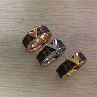 banda 18 venda por atacado-Alta qualidade famosa marca 316 L Titanium Aço 18 K rose gold silver carta de amor aliança de casamento anel de flor de couro para mulheres dos homens