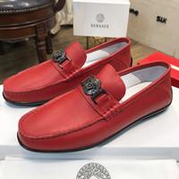 zapatos de cuero importados al por mayor-2019 verano nueva marca para hombre guisantes gamuza capa de cuero zapatos patentados primera capa forro de piel de cerdo zapatos casuales importados qr wearresistant