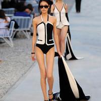 traje de baño negro sin espalda al por mayor-2019 Diseñador de lujo Traje de baño Traje de baño Sin espalda Negro Blanco Triángulo Bikini Traje de baño de una pieza Chaleco de las mujeres Ropa de baño atractiva de la playa Trajes de baño
