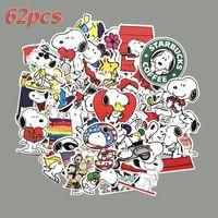 snoopy pvc al por mayor-62 piezas de dibujos animados Snoopy Graffiti Sticke Dumb película adhesiva impermeable PVC adhesivo computadora, refrigerador, maleta decorativa