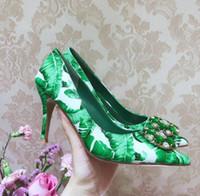 зеленые пятки оптовых-Свадебное платье Туфли на каблуках с цветочным принтом Кристаллические туфли Зеленые банановые листья Печать на высоких каблуках Заостренный носок Слипон на шпильке