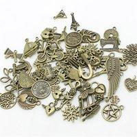 sortierte anhänger anhänger großhandel-Mixed 150pcs Sortierte Geschnitzte Charms Anhänger Perlen Metalllegierung Pandent Farbe Antique Bronze Diy Bead D1082