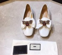 Wholesale shoe lazy styles for sale - Group buy 2019 new step on the roots of the bee bows Lok Fu women s shoes leather flat mouth flat European and American style lazy shoes