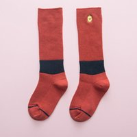 karikaturtöne großhandel-Kinder stapelten Socken hohe Socken kleine gelbe Ente Druck atmungsaktiv schweiß absorbierend deodorant cartoon zwei ton 24
