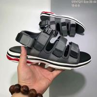 sapatos de designer coreano venda por atacado-Mens Designer Sandálias Coreano Marca de Moda de Luxo B Paris Verão Praia de Areia Chinelos preto cinza vermelho Mens Calçados Esportivos natação jogging 39-44