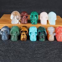 natur geschnitzter schädel großhandel-Naturstein Schädel Anhänger Halsketten mit Lederketten Kristall Achat Jade Türkis Carving Skeleton Kopf Edelstein Großhandel