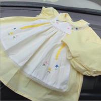 niñas vestidos estilos de bordado al por mayor-La ropa de diseñador de bebé niña viste el estilo de España Princesa niña remiendo blanco amarillo diseño de bordado de alta calidad vestido de algodón envío gratis