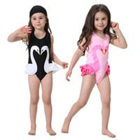 bikini kızları 8t toptan satış-Toptan-Mayo Çocuk Karikatür Bikini Çocuk Plaj Kıyafeti Yaz Giyim 2-8T Kızlar One Piece Mayolar Şapka 2PCS / lot Swinwear ile Suits