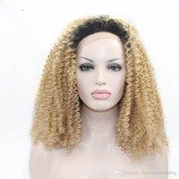 cheveux blonds bouclés synthétiques achat en gros de-Livraison Gratuite Cheveux Naturels Sans Colle Sombre Racines Ombre Blonde Afro Kinky Bouclés Synthétique Synthétique Lace Front Perruques pour Femmes Résistant À La Chaleur Fibre Cheveux