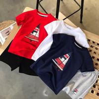 camiseta dos homens unisex venda por atacado-Crianças Designer de Camisetas 2019 Nova Chegada Crianças Sailing Letras de Impressão Dois Peças Camisetas + Shorts Menino Menina Unisex Roupas de Moda Definir