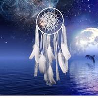 rüya avcısı ev dekorasyonu toptan satış-Yaratıcı beyaz tüy dream catcher dantel net dekor ev salon dekorasyon fikirleri yatak odası dreamcatcher sanat sarkık