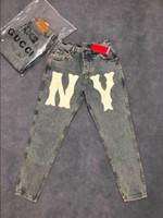pantalones delgados de hip hop al por mayor-Mens Classic Nostálgico letras grandes jeans Diseñador Slim Fit Elástico sección delgada Denim Destroyed Denim Hip Hop pantalones para hombres de buena calidad 28