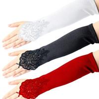 ingrosso guanti di sera lunghezza gomito nero-Guanti di pizzo senza dita vestito da donna nero / rosso / bianco guanti da raso lunghi da sera operati del partito della falda per le donne lunghezza del gomito
