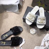 kutu incileri toptan satış-YENI 2019 lüks tasarımcı bayan sandalet flats kaymaz marka sandalet yaz orijinal kutusu Ile Rahat inci Plaj nedensel terlik