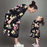 vestido floral madre al por mayor-Vestidos de madre e hija Vestido floral de manga larga Ropa de madre e hija Vestido de madre e hija Ropa a juego de la familia LJJK1846