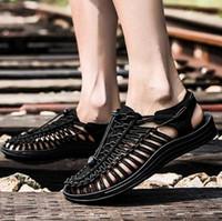 handgestrickte schuhe großhandel-2019 Männer Sommer Strand Sandalen Schuhe Handgestrickte Casual Sandalen flache Ferse rutschfeste Schuhe Größe 38 ~ 44