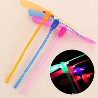 sinek bebek oyuncağı toptan satış-Eğlenceli çocuk oyuncakları Yılbaşı Hediyeleri sönen Çocuk Bebek Renkli LED Gece Aydınlatma Bambu Dragonfly Açık Fly Parlayan Bambu-helikopter