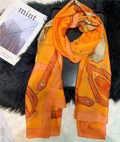 ingrosso disegni di seta chiffon-Il classico asciugamano di spiaggia di estate femminile della sciarpa di estate della sciarpa sottile di estate femminile classica di stile di disegno di tendenza può essere all'ingrosso