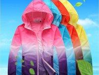 kadın kıyafetleri için ücretsiz gönderim toptan satış-Ultralight ceket Renk WINDBREAKER Coat UVproof Giyim Kadın güneş kremi Erkek Büyük Beden Güneş kremi ceket WINDBREAKER ücretsiz gönderim