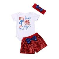 baby-flag-set groihandel-Sommer Baby Mädchen Anzug amerikanische Flagge Unabhängigkeit Nationalfeiertag USA 4. Juli Stern Bogen Pailletten Shorts Stirnbänder dreiteiliges Set