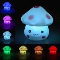 bebekler için gecelik hafif oyuncaklar toptan satış-Mantar Lamba Karikatür Armatür LED Yenilik Oyuncaklar Renk Değiştirme Plastik Gece Romantik Işık Yumuşak Bebek Çocuk Uyku lamba yanında dekor