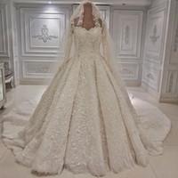 largos velos blancos al por mayor-Estilo árabe Dubai Vestido de fiesta Vestidos de novia blancos Con cuentas de lujo Apliques Mangas largas Novia Vestidos de boda formales de la iglesia con velo