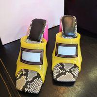 ingrosso pantofole nero-2019 Nuova estate Designer fibbia in metallo vernice in pelle moda corrispondenza pantofole donna spessa con sandali tacco alto nero vino rosso TAGLIA US10