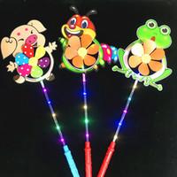 levou moinho de vento brinquedo venda por atacado-LED Windmill crianças luminescentes Moinho de Flash Brinquedos coloridos dos desenhos animados Pato Pinwheel Night Lights Flower Dog Pet Moinhos nova GGA2695