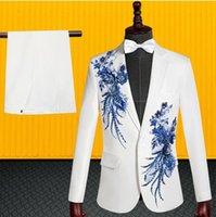 vestido de novia lentejuelas blancas al por mayor-Lentejuelas flor blazer traje de los hombres conjunto con pantalones para hombre trajes de boda traje estilo estrella del cantante ropa formal vestido blanco