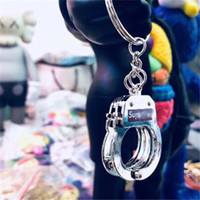 algemas venda por atacado-SUP Chaveiro para As Mulheres Dos Homens Algemas Forma Chave Do Carro Cadeia Marca Anel Chave Cool Bag Acessórios