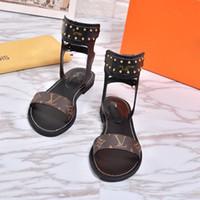 mujer vestida de látex al por mayor-2019 Diseñador de lujo Sandalias de espectáculo para mujeres Superstar de verano Marca de moda Zapatillas planas Sandalias de playa zapatos de vestir de mujer de alta calidad