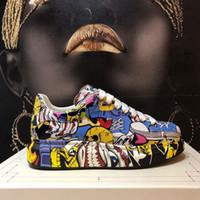 avrupa tarzı erkek ayakkabıları toptan satış-Güz 2019 Yeni Graffiti Spor Kalın tabana vurma Boş Ayakkabı Deri Rahat Erkek ve Kadın ayakkabı Moda Avrupa ve Amerikan Tarzı