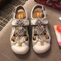 sapatos planos fechados para mulheres venda por atacado-Fechado Toe Rodada Mulheres Sapatos Casuais Sandálias Flat Sandálias Unsix Verão Moda Masculina Sapatos Malha Do Ar Novo Gancho Loop Feminino