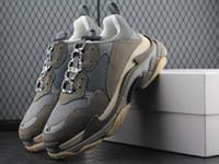 zapatos de ascensor casual de los hombres al por mayor-Nuevo Triple S Shoes Hombre Mujer Zapatilla de deporte de alta calidad de colores mezclados Talón grueso Abuelo Papá Trainer Triple-S Zapatos casuales con zapatos con elevador 11