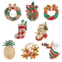hisse senedi iğneleri broşlar toptan satış-8 Stiller Noel Broş iğneler Rhinestone Emaye Noel ağacı Bell Ananas Çorap Broş Kadınlar Takı Broş Noel Hediye N6Y İçin