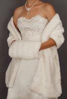 casacos de pele branca venda por atacado-2019 Novo Inverno Em Estoque Quente Branco Marfim Faux Casaco De Peles de Casamento Wraps De Noiva Mais Quente Mulheres Xale Capes Com Muffs Acessórios Frete grátis