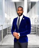 damat smokinleri kraliyet mavisi toptan satış-2019 Yeni Kraliyet Mavi Kadife Düğün Smokin Slim Fit Damat Takım Elbise Custom Made Groomsmen Balo Parti Takım Elbise (Ceket + Pantolon) Tek Düğme