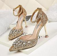 zapatos sandalias para novia al por mayor-tacones de lujo zapatos de boda de la novia tacones de plata rhinestone zapatos mujeres tacones de cristal bombas womenat zapatos Flip Flops sandalia mariposa nudo mula