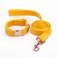 correa amarilla al por mayor-Amazon Fábrica caliente que vende la correa de perro y el collar amarillos de la franela con el hardware del metal modificó el correo de nylon del collar del perrito del pantone